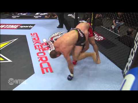 Tarec Saffiedine vs Nate Moore at Strikeforce Challengers 8 (May 21, 2010)