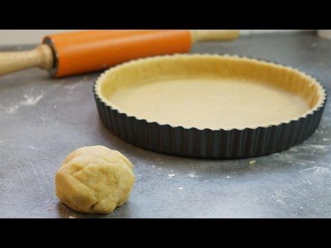 Cuisine - http://www.hervecuisine.com vous propose de réaliser la recette de la pâte brisée maison pour vos tartes sucrées ou salées. Recette facile et personnalisable...