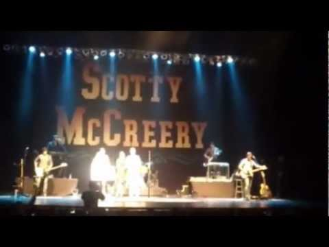 Christmas with Scotty McCreery, Pia Toscano, and Jared Lee @ Beacon Theatre NYC