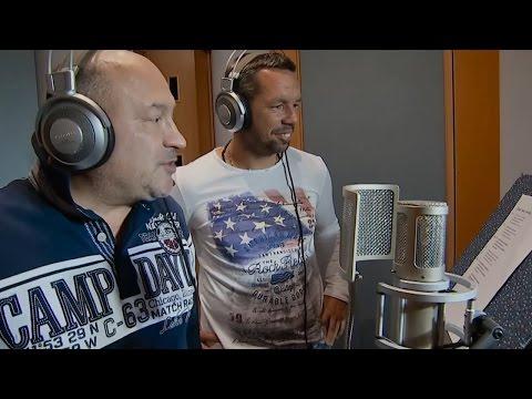 Michal David a fotbalista Pavel Horváth vás naladí. Film Decibely lásky pobaví