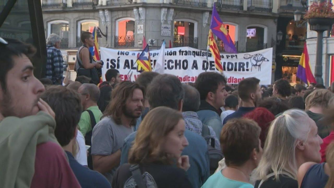 Στους δρόμους οι Καταλανοί, σε ένδειξη διαμαρτυρίας για τη σύλληψη στελεχών της κυβέρνησής τους