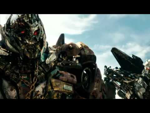 트랜스포머3 - megatron is in africa with starscream soundwave and laserbeak.