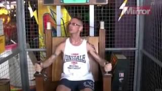 Takiego kopnięcia się nie spodziewał! Kozak testuje krzesło elektryczne!