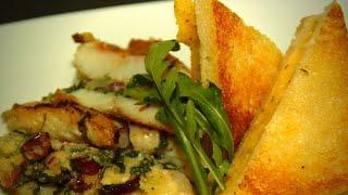 Sandwich mit saftig gebratener Rotbarbe und Polentabrot