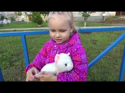 Алиса снова БЕСИТСЯ !!!! Как Алиса ходит на развивающие занятия ВЛОГ для детей (видео)