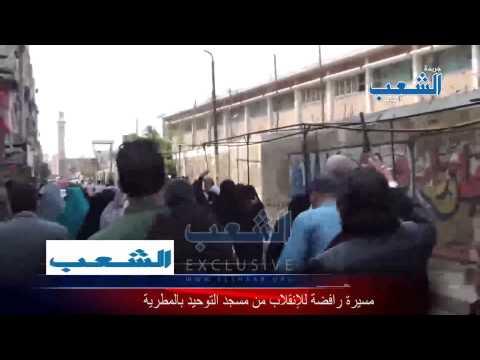 ثوار المطرية يحاصرون وحدة عسكرية بالهتاف.. والجنود يتابعون المسيرة من فوق الأسطح