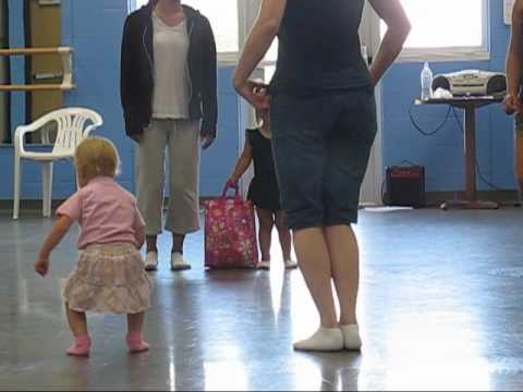 Mommy and Me dance class (видео)