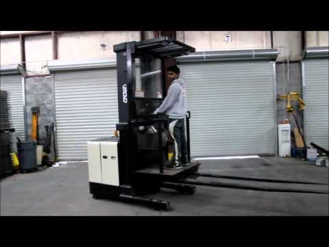 2004 CROWN 3000 LBS  CAP  ELECTRIC ORDER PICKER