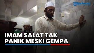 Download Video Imam Salat Tak Panik Meski Diguncang Gempa! Dengar Surat yang Dibacanya Terus-menerus MP3 3GP MP4