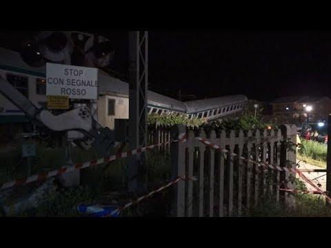 العرب اليوم - شاهد: قتيلان وجرحى في خروج قطار عن سكته بإيطاليا