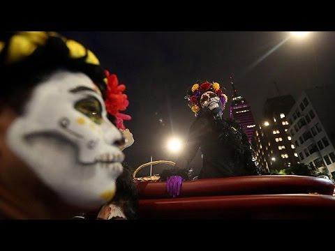 Μεξικό: Παρέλαση «σκελετών» εν όψει της Ημέρας των Νεκρών