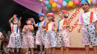 Linda apresentação da turminha da tia Cristiane e Simone da música: O Palhacinho Zezé.