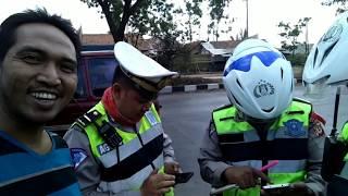Video Salut polisi Bandung_ telat bayar pajak kena tilang, sesuai pasal 288, STNK di anggap tidak syah MP3, 3GP, MP4, WEBM, AVI, FLV Februari 2019