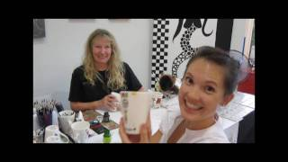 Chelsea and Lumi meet a local Port Douglas artist and get their own private lesson and a yummy surprise!