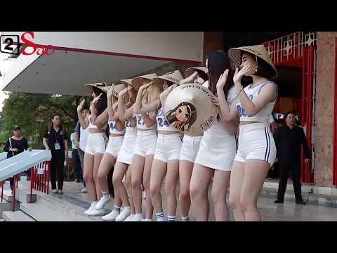MOMOLAND nhảy BBoom BBoom cùng fan Việt - Thời lượng: 2:11.