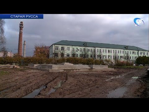 Установка стелы «Город воинской славы» в Старой Руссе опять остановилась