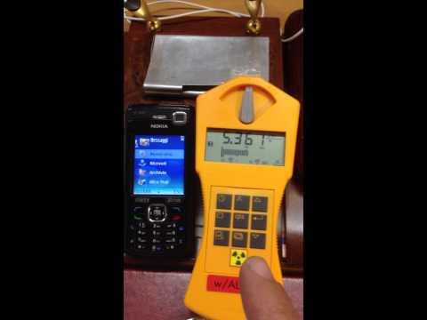 il cellulare emette radiazioni gamma: il video shock con il geiger!