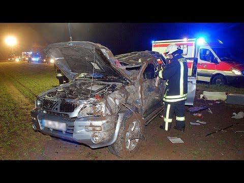 Vier Schwerverletzte bei Unfall mit Pick-Up