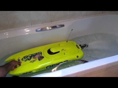 Cleaning the cooling tubes Miss Geico - RC boat