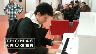 Video Thomas Krüger – Flashmob Piano Medley at French Airport Paris-Orly MP3, 3GP, MP4, WEBM, AVI, FLV Juli 2019