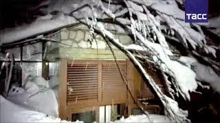 В Италии лавина полностью накрыла отель, сообщается о десятках жертв