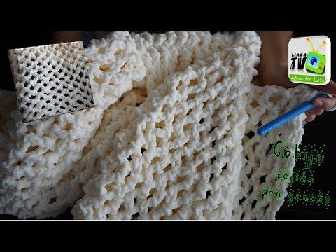 favolosa e calda coperta lavorata all'uncinetto