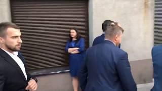 Ludność Warszawy radośnie wita Premiera Morawieckiego przybywającego na Konwencję wyborczą PiS w Centrum Warszawy.