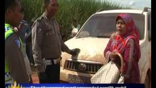 Video Mobil Dirusak Polisi, Wanita Ngamuk Ngamuk MP3, 3GP, MP4, WEBM, AVI, FLV November 2017