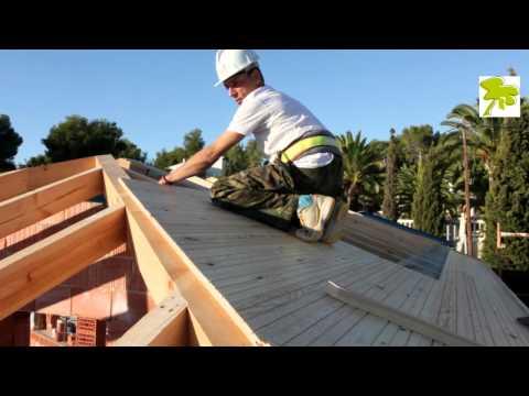 Edificativa construccion  tejado de madera