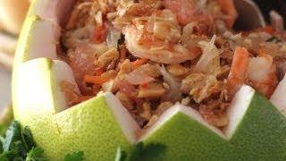 Vietnamese pomelo fruit salad (Gỏi bưởi/ Nộm bưởi)