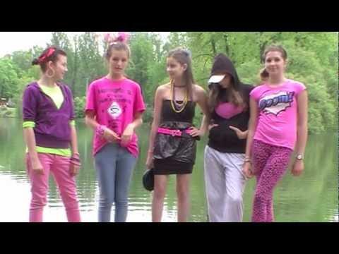 Dziewczyny zrobiły reklamę podpasek