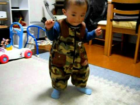 赤ちゃん 初歩き 1歳3ヶ月 Baby First Step