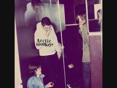 Arctic Monkeys - Sketchead lyrics