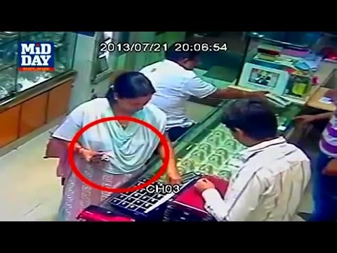 Women Gold Thief Caught & Caught Red Handed