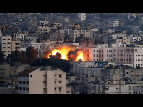 bombs - CNN's Karl Penhaul reports on some of the heaviest fighting in Gaza, as F-16 fighters continue to drop bombs.