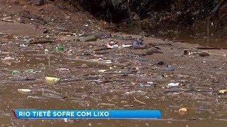 Rio Tietê sobe e leva sujeira da região metropolitana para Salto