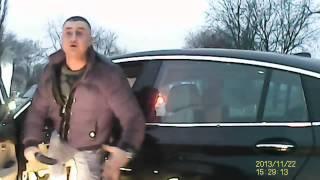 Frajer z BMW wyskakuje do gościa z nożem – bo to Polska właśnie