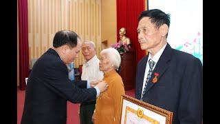 Đảng bộ TP Uông Bí: Trao huy hiệu đảng đợt 7-11 cho 54 đảng viên
