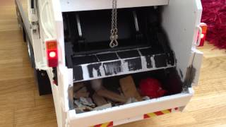 """Finally I upload some new videos. The truck is """"officially finished"""", for now. ;-)This is a short video demonstrating the destructive power of the compactor. The pallet is made out of """"aged"""" Wood, and can be ordered from Fechtner Modellbau."""