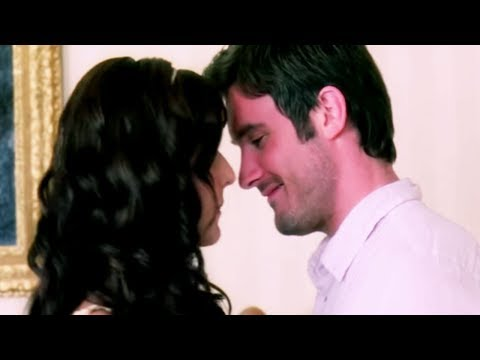 Katrina Kaif Gets Uncomfortable While Making Love Namastey London Hindi Movie Bollywood Scene