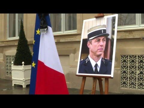 Präsident Macron würdigt getöteten Polizisten als