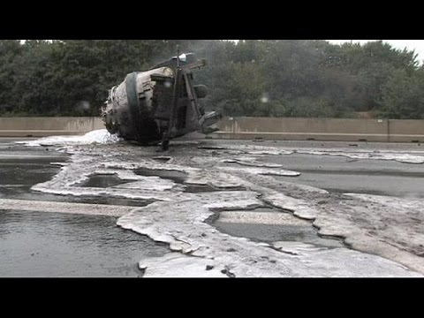 Γερμανία: Τρόμος από ανατροπή βυτιοφόρου με λιωμένο αλουμίνιο