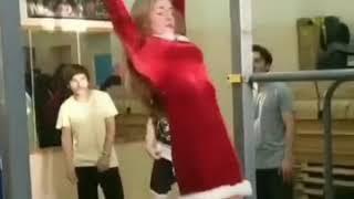 Dziewczyna na siłce postanowiła zawstydzić chłopaków. Jak na śnieżynkę to konkret