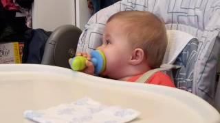Первый раз кушаем яблоко,  используя ниблер.  Прикольная штука!!!