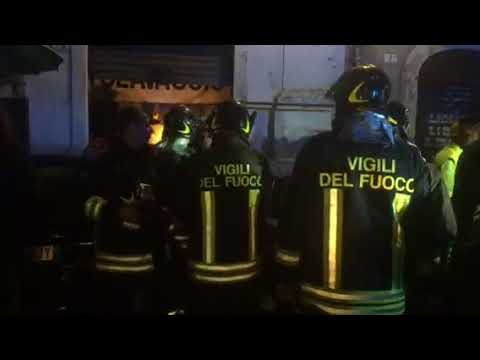 Il video dei soccorsi in via Garibaldi