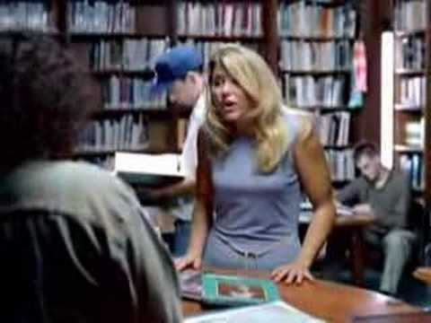 金髮美女竟然在圖書館大聲的說:我要漢堡薯條和奶昔!?
