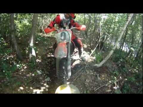 Dirt Bike Trail Riding in Tight Woods - GoPro camera mounted on back (видео)