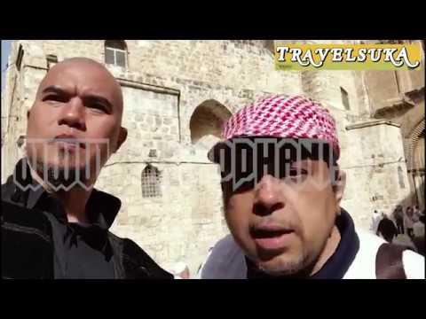 Ahmad Dhani dan Ustad Haikal Hassan di Gereja Holy Sepulchre, Jerusalem