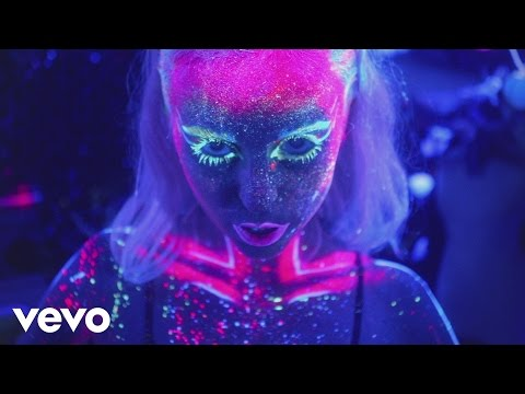 Kyla La Grange – Cut Your Teeth