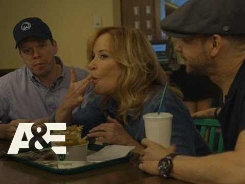 Wahlburgers: Bonus Scene - TV Host Marilyn Denis - Donnie's Help (Season 4, Episode 6) | A&E